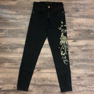 ZARA High-Waisted Black Jeans w/Gold Embroidery 8